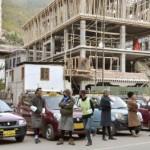 ヒマラヤの小国ブータンが首都の車を全部リーフに!日産が納入することが決定